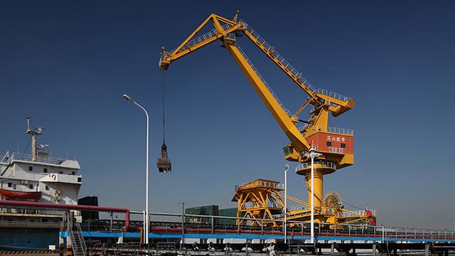 公司长江码头一角