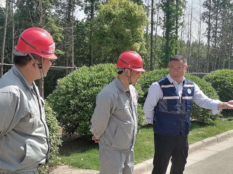 开发区环保局领导到江山股份进行 节日安全检查